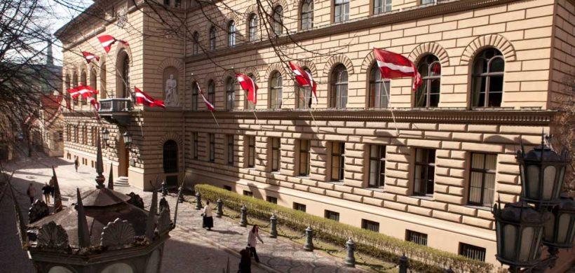 Lotyšský parlament prijal daňovú reformu